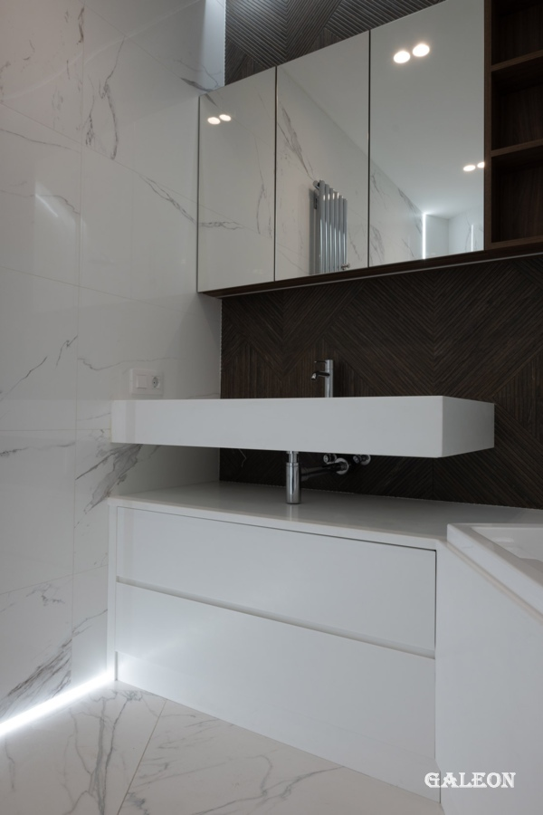 Countertop, sink and bathtub podium